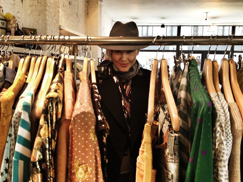 jana-tomas-in-jutka-and-riska-vintage-shop-antwerp-6