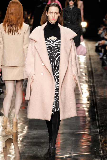 pink-coat-trend-winter-2014-carven-4