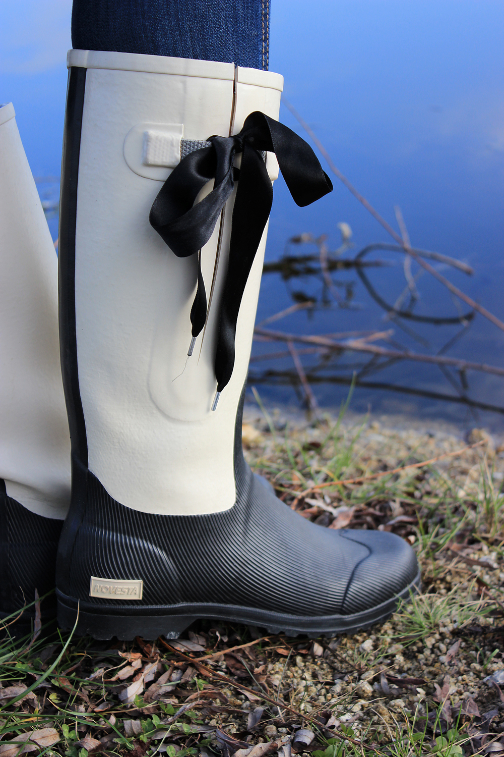 lake-winter-wellies-novesta-janatini-jana-tomas-5