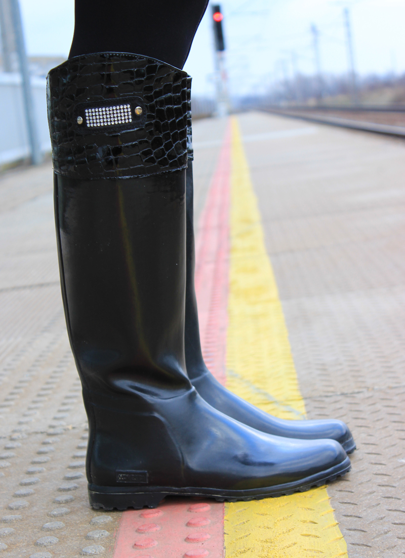 train-station-janatini-jana-tomas-gumaky-novesta