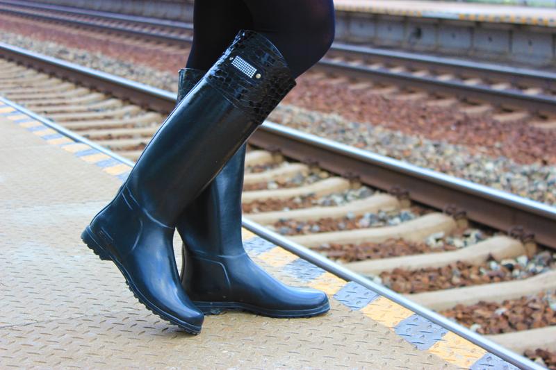 train-station-janatini-jana-tomas-novesta-gumaky