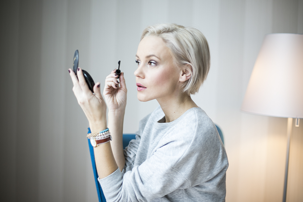 how-to-do-make-up-with-fingers-janatini-jana-tomas-gosh-copenhagen-10
