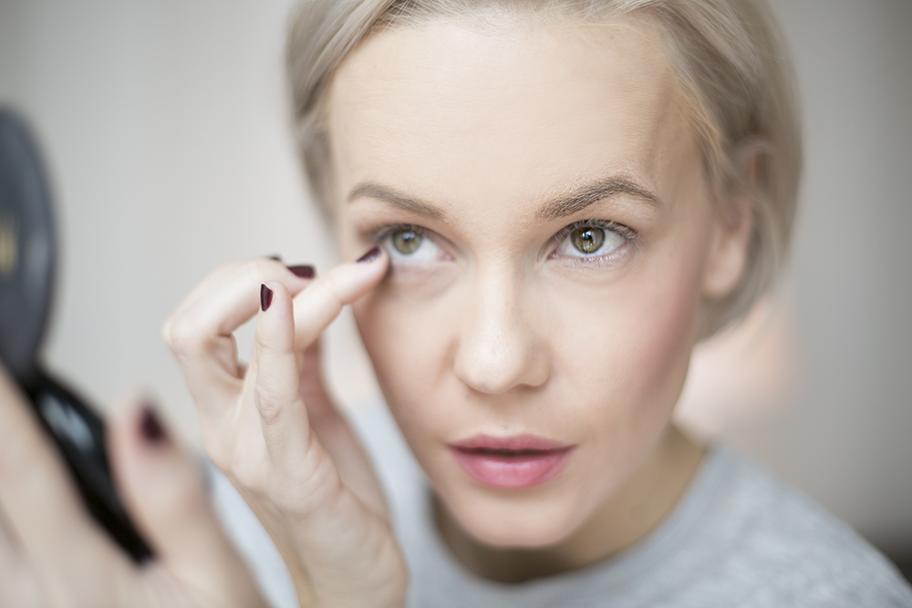 how-to-do-make-up-with-fingers-janatini-jana-tomas-gosh-copenhagen-6